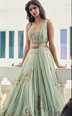 Want to know how to look your best this wedding season? All you need are these amazing trending lehengas. Keep reading to know more! wedding outfits 5 Trending Lehengas That Can Make You the Center of Attention This Wedding Season Indian Gowns Dresses, Indian Fashion Dresses, Dress Indian Style, Indian Designer Outfits, Designer Dresses, Lehenga Choli Designs, Best Lehenga Designs, Lehenga Designs Simple, Lengha Design