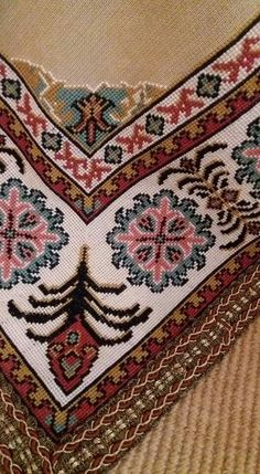 This Pin was discovered by Ele Cross Stitch Borders, Cross Stitch Patterns, Ethnic Bag, Stitch 2, Bargello, Needlepoint, Bohemian Rug, Needlework, Diy And Crafts