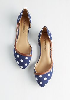 Vivacity Limits Flat. Embark on metropolitan adventure in these charming, navy-blue flats! #blue #modcloth