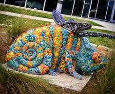 Creative garden statues and unusual garden ornaments can really change a landscape. When was the last time you saw a woman made of vegetables? Mosaic Garden, Mosaic Art, Mosaic Glass, Mosaic Tiles, Garden Art, Garden Ideas, Unusual Garden Ornaments, Rock Sculpture, Papercrete