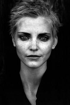 Peter Lindbergh … Nadja Auermann … Sinn und Sinnlichkeit (Sense and Sensibility) … Marie Claire German … June 1996 …