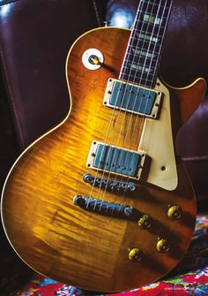 'The Bishop', a 1957 Goldtop sent back to Gibson factory in 1959 for a sunburts finish Gibson Epiphone, Gibson Guitars, 1959 Gibson Les Paul, Vintage Les Paul, Guitar Photos, Les Paul Guitars, Les Paul Standard, Guitars For Sale, Guitar Strings