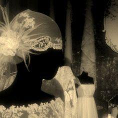 ♥♥ The Wedding Fashion Night ♥♥ ♥ Visita www.wfnclub.com ♥ #wfn #exoticglam #bodas #weddings - Vestidos y tocados vintage #larcadelavia - @maria_jorquera