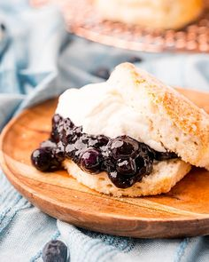 Blueberry Biscuits, Blueberry Sauce, Canned Biscuits, Buttery Biscuits, Blueberry Shortcake, Air Frier Recipes, Easy Summer Desserts, Shortcake Recipe, Desert Recipes