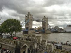 Vista do Tower Bridge dende a Torre de Londres