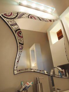 Specchio a mosaico. Stained Glass Mirror, Mirror Mosaic, Stained Glass Designs, Mirror Art, Mosaic Designs, Mosaic Art, Mosaic Glass, Mosaic Tiles, Mosaics