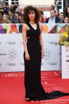 Stella Mccartney, Netflix Shows To Watch, Mina, Pretty Woman, Celebs, Street Style, Actresses, Formal Dresses, People