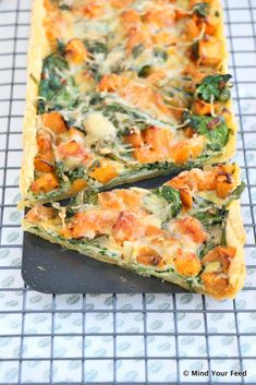 Zoete aardappel spinazie quiche - Mind Your Feed Veggie Recipes, Vegetarian Recipes, Dinner Recipes, Healthy Recipes, Healthy Food, Quiche Recipes, Veggie Food, Good Food, Yummy Food