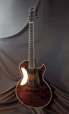 Benedetto Pat Martino model in Walnut.