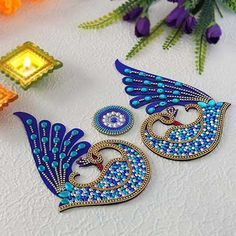 Stunning Blue Peacock Shaped Rangoli Source by igpcom_official Hand Work Embroidery, Embroidery Motifs, Indian Embroidery, Hand Embroidery Designs, Beaded Embroidery, Rangoli Designs Images, Rangoli Designs Diwali, Diya Designs, Diya Decoration Ideas