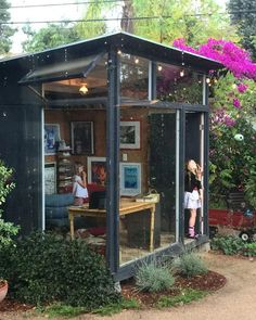 backyard studio is usually a shed or granny flat you put to good purpose by building or renovating it to serve as a studio. A backyard studio can be a Outdoor Office, Backyard Office, Backyard Studio, Backyard Sheds, Garden Office, Outdoor Rooms, Backyard Patio, Backyard Landscaping, Modern Backyard