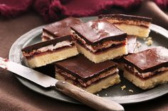 Take pleasure in the sticky sweetness of this classic slice inspired by Wagon Wheel biscuits. Yummy Treats, Delicious Desserts, Sweet Treats, Yummy Food, Awesome Desserts, Baking Recipes, Cake Recipes, Dessert Recipes, Tea Recipes