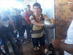 Estudante de Indaiatuba (SP) participa de demonstração de física (Foto: Bruno Teixeira / G1 Campinas)