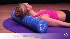 Shoulder muscle pain foam rolling The MELT Method neck pain relief - tried this today and it WORKS! Neck And Shoulder Exercises, Neck Exercises, Neck And Shoulder Pain, Neck And Back Pain, Shoulder Workout, Scoliosis Exercises, Pilates, Melt Method, Health And Wellness