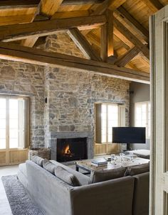 Deco intérieur chalet moderne | Chalet design, Salons and Interiors