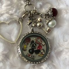 This is a Inspired Memory Locket. This locket is a magnetic. The locket is a (larger locket) and it comes with a 30 inch chain. Mickey And Minnie Love, Pink Minnie, Mickey Mouse Club, Disney Necklace, Disney Jewelry, Origami Owl Lockets, Origami Owl Jewelry, Mickey Mouse Characters, Disney Diy