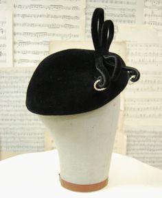 Vintage 1950s Women's Black Velvet Hat by El Rita.