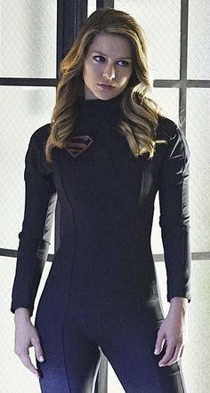 "In Supergirl ""Falling,"" Kara Zor-El (Melissa Benoist) was exposed to Red Kryptonite during a routine rescue mission. Supergirl Season, Supergirl Superman, Supergirl 2015, Supergirl And Flash, Supergirl Series, Batman, Melissa Marie Benoist, Melissa Benoist Sexy, The Cw"