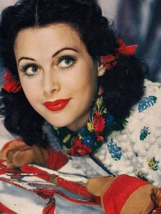 Hedy Lamarr - Vintage Hollywood Christmas with Glamour Vintage Hollywood, Old Hollywood Glamour, Golden Age Of Hollywood, Hollywood Stars, Classic Hollywood, Hollywood Photo, Classic Actresses, Beautiful Actresses, Actors & Actresses