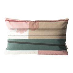 Colour Block kudde från Ferm Living. Kudden är tillverkad i 100% organisk bomull och är fylld med fj...