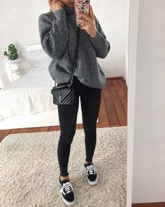 # oversized clothing style on point Dope Outfits Clothing oversized point style Uni Outfits, Cute Casual Outfits, Dope Outfits, College Outfits, Simple Outfits, Everyday Outfits, Jeans Outfit Winter, Ripped Jeans Outfit, Winter Fashion Outfits