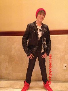 VIPAccessEXCLUSIVE: Jordan Jansen Talks With Alexisjoyvipaccess At The Grove In LA!
