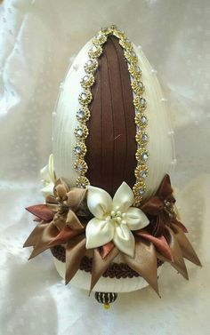 Egg Crafts, Easter Crafts, Diy And Crafts, Ribbon Art, Ribbon Crafts, Coconut Decoration, Band Kunst, Indian Wedding Gifts, Diy Osterschmuck