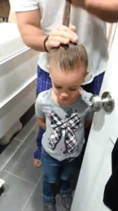 Funny Quotes Laughing So Hard Children - Funny Funny Prank Videos, Funny Pranks, Kids Pranks, Pranks Ideas, Humor Videos, Memes Humor, Funny Baby Memes, Funny Relatable Memes, Funny Babies