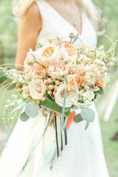 6 Most Popular Wedding Flowers and Beautiful Ways to Use Them - MODwedding Mod Wedding, Floral Wedding, Wedding Colors, Peach Bouquet, Wedding Mint Green, Bride Bouquets, Bridal Flowers, Spring Wedding, Floral Arrangements