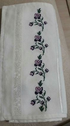 This Pin was discovered by Zül Cross Stitch Bookmarks, Beaded Cross Stitch, Cross Stitch Borders, Cross Stitch Flowers, Cross Stitch Designs, Cross Stitching, Cross Stitch Embroidery, Cross Stitch Patterns, Hand Embroidery Design Patterns