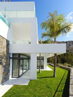 Modern Luxury Villa Exterior With Natural Stone Veneer Clad Wall And White Wall Paint Also Green Lawn Garden Design Ideas: Luxury Hillside Villas, The Cliff House by Altea Hills Estate