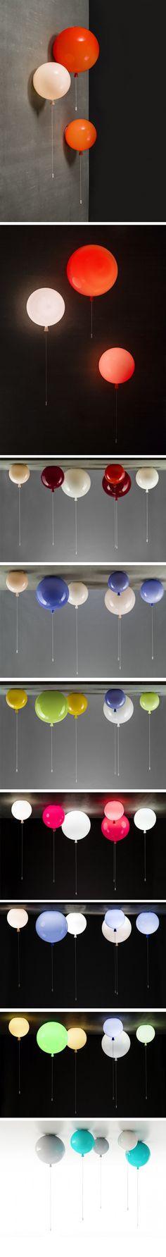 Le designer Boris Klimek signe Memory, une collection de luminaires pour le compte de Brokis, société spécialisée dans l'édition de lampes en verre. Inspirée des souvenirs de l'enfance, cette collection est composée de plafonniers et d'appliques murales représentant des ballons à l'hélium avec