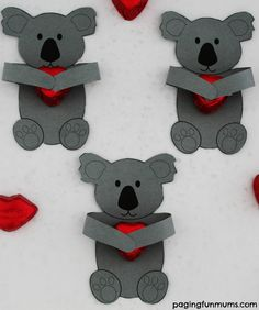 ADORABLE Koala Huggers! So cute for Valentine's Day, Birthday's, Classmate gifts or any special occasion! FREE printable! Bear Crafts, Animal Crafts, Valentines Day Party, Valentine Day Crafts, Craft Activities, Preschool Crafts, Koala Craft, Australia Crafts, Australia Map