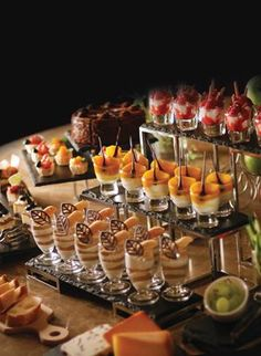 Buffet Food Presentation | straight forward but not overwhelming aid