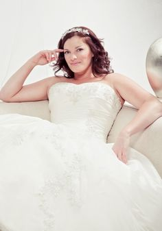 951 Wedding Dress – Benjamin Roberts Gorgeous With Curves Collection