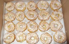 Wreaths with light buttercream Daily Meals, International Recipes, Doughnuts, Rum, Food And Drink, Yummy Food, Sweets, Candy, Muffins