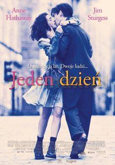 """""""Jeden dzień"""" (""""One day""""), reż. Lone Scherfig, scen. David Nicholls na podstawie własnej powieści """"Jeden dzień"""". Obsada: Anne Hathaway, Jim Sturgess. 108 min."""