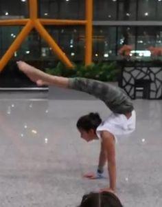 Annie from Bratayley Handstands in China Annie Leblanc Gymnastics, Annie Gymnastics, Gymnastics Girls, Julianna Grace Leblanc, Hayley Leblanc, Annie Grace, Annie Lablanc, That Youtube Family, Annie And Hayden