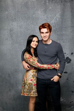 News Photo : Actress Camila Mendes and actor K. Kj Apa Riverdale, Watch Riverdale, Riverdale Memes, Riverdale Funny, Movies And Series, Cw Series, Riverdale Archie And Veronica, Stranger Things, Riverdale Wallpaper Iphone