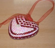 Sequin Ornaments, Christmas Ornaments, Saddle Bags, Sequins, Valentines, Pink, Easy Crafts, Christmas Jewelry, Heart