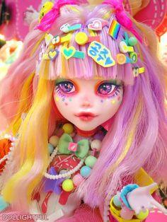 Ayako, Decora Kei Harajuku fashion doll by Dollightful - Home Decorating Creative Ideas - Lol dolls Custom Monster High Dolls, Monster High Repaint, Custom Dolls, Harajuku Fashion, Fashion Dolls, Estilo Harajuku, Doll Painting, Living Dolls, Anime Dolls