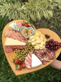 Charcuterie Recipes, Charcuterie And Cheese Board, Gourmet Appetizers, Appetizer Recipes, Grazing Food, Comida Picnic, Party Food Platters, Food Is Fuel, Breakfast Dessert