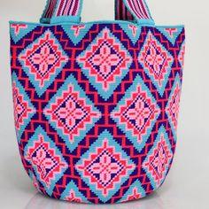 488 отметок «Нравится», 4 комментариев — Just Wayuu (@just.wayuu) в Instagram: «Handcrafted handbags made by indigenous wayuu in the north of Colombia. Worldwide shipping – envíos…»