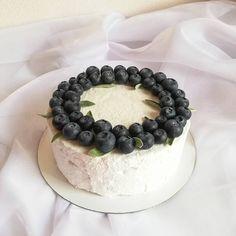 101 отметок «Нравится», 4 комментариев — Торты • Капкейки • Зефир📍МСК (@melman_cake) в Instagram: «Раз уж зашла такая зефирная тема - покажу вам свой первый зефирный тортик 🙈 ⠀ Делался в качестве…» Blackberry, Fruit, Food, Meal, The Fruit, Essen, Blackberries, Hoods, Meals