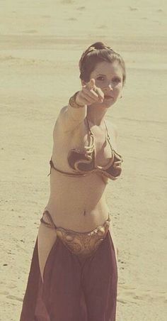 Carrie Fisher on the set of Return of the Jedi, on location in the Yuma desert - Star Wars Behind the scenes (via Old Pics Archive on Twitter)