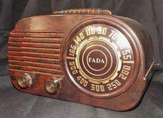 VINTAGE 1940s ART DECO FADA MID CENTURY ANTIQUE OLD SWIRLED CATALIN COLORS RADIO