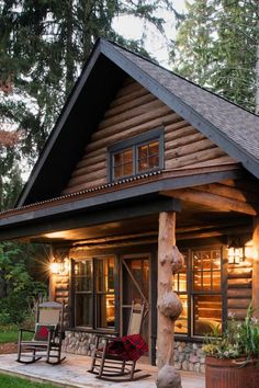 18 Outstanding Rustic Houses What is the most cozy home you have ever lived in? The home where you felt so good and warm that you never wanted to leave? Probably many of us would say that it's rustic house Cozy Cabin, Cozy House, Rustic Home Interiors, Rustic Homes, Rustic Cabins, Log Cabin Homes, Log Cabin Exterior, Tiny Log Cabins, Small Log Cabin