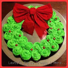 Cupcakes Christmas Wreath Cake!