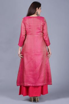 Pink and Gold and Gotta.all brought together in one Indian ethnic wear.beautiful Pink Brocade front open jacket style Kurti with flared Gold Palazzo.exquisite Gotta and thread embroidery pattern on the Palazzo. Jacket Style Kurti, Silk Kurti, Beautiful Suit, Yellow Pants, Cotton Suit, Indian Ethnic Wear, Pink Leggings, Western Outfits, Ethnic Fashion