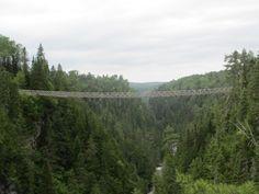 La passerelle suspendue la plus haute du Québec, haute de 63 mètres et longue de 99 mètres. Le Canyon des portes de l'Enfer, Rimouski. Qc. Can